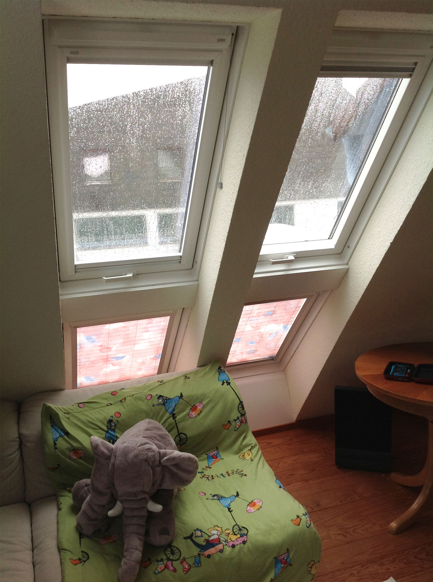 velux fenster gren excellent rollo fr velux fenster ggl m with velux fenster gren good velux. Black Bedroom Furniture Sets. Home Design Ideas